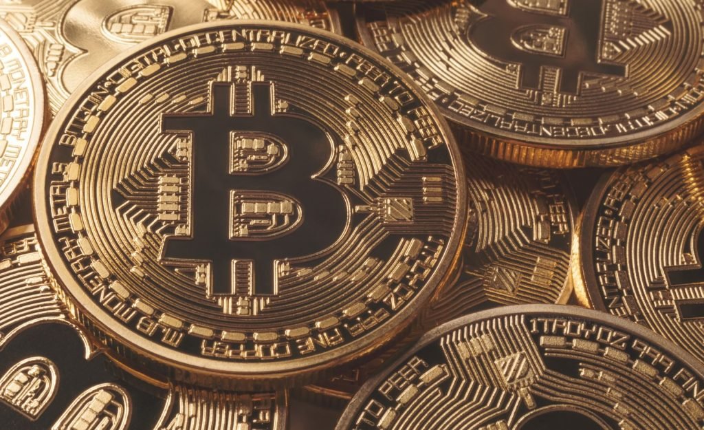 What are the benefits of investing in cryptocurrency